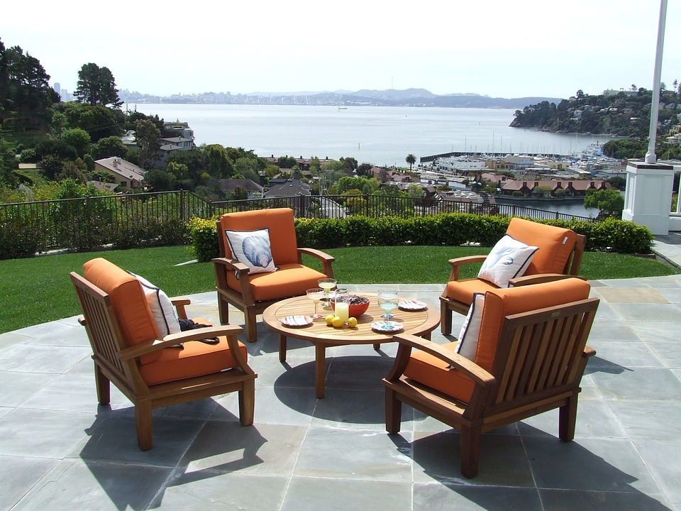 Furnish Your Outdoor with Daybeds